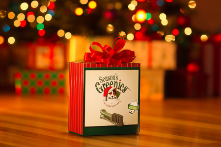 HAVE A GREENIES CHRISTMAS!  2013 GREENIES DOG & CAT TREATS.... VIEW VIDEO